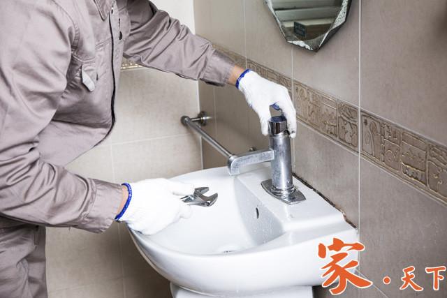 乐乐专业通管,从事专业维修服务,包括:住家餐馆、管道堵塞、管道漏水、水喉洗盘、马桶、热水炉、抽水泵、装修换新。