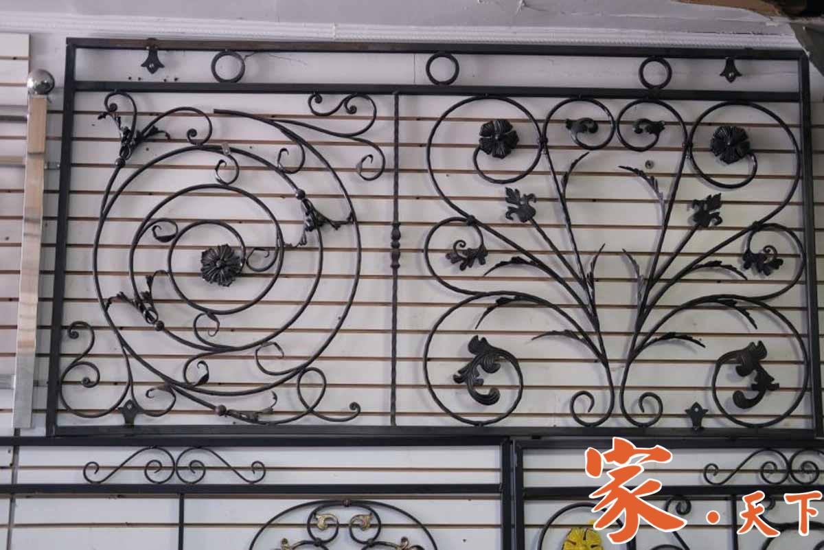 金牌铁艺是一家专业铁艺公司,主要服务项目包括:铁艺、不锈钢栏杆 、铁门、雨棚、广告牌等。