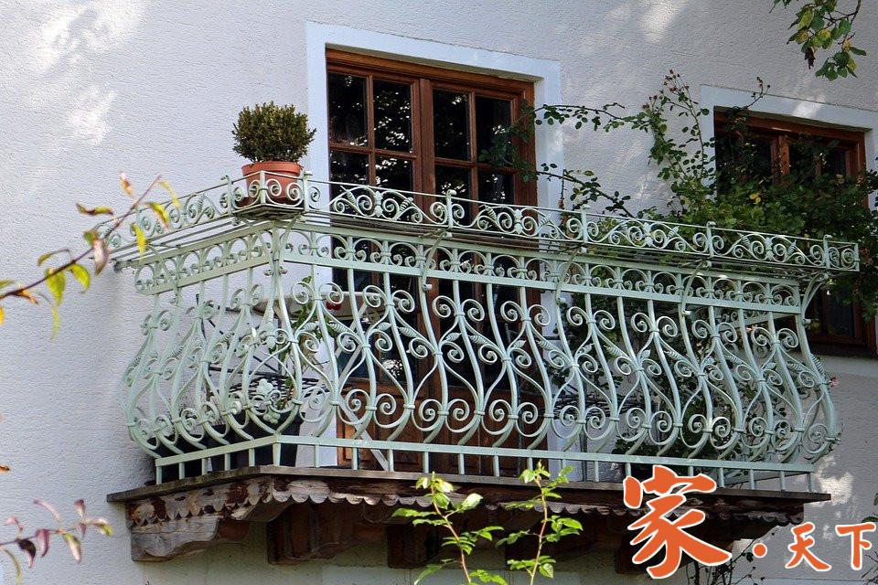 宏盛不锈钢铁加工服务项目:铁艺围栏、阳台楼梯、栏杆扶手、铁门窗、铁楼梯栏杆、铁卷闸门、雨蓬、室外平台、消防梯、门面玻璃等。